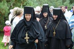 Η πομπή σε ιερό Vvedensky το θηλυκό μοναστήρι Tolgsky Στοκ Φωτογραφία