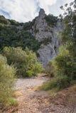 Η πορεία που οδηγεί σε ένα βουνό στην περιοχή Ardeche στη Γαλλία Στοκ Φωτογραφία