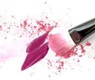 Η πορφύρα και το ροζ αποτελούν τη σκόνη, κηλίδα κραγιόν με τη βούρτσα Στοκ Φωτογραφίες