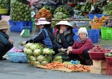 Η πολυάσχολη αγορά στο Βιετνάμ στοκ εικόνες