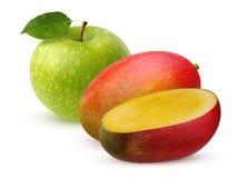 Η πράσινα Apple και μάγκο που απομονώνονται στο άσπρο υπόβαθρο Στοκ Εικόνες