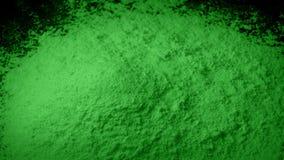 Η πράσινη σκόνη χύνεται στο σωρό απόθεμα βίντεο