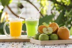 Η πράσινη Apple και πορτοκαλής καταφερτζής Στοκ Εικόνα
