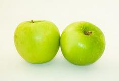 Η πράσινη Apple στο υπόβαθρο awhite Στοκ εικόνες με δικαίωμα ελεύθερης χρήσης