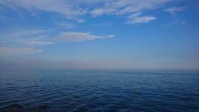 Η πριγκήπισσα αντιμετωπίζει τον καθρέφτη - όμορφη θάλασσα Στοκ εικόνες με δικαίωμα ελεύθερης χρήσης