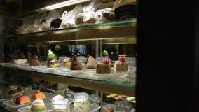 Η προθήκη καταστημάτων κέικ απόθεμα βίντεο