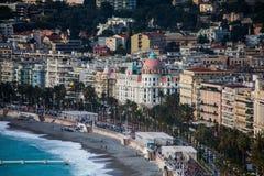 Η προκυμαία της Νίκαιας με Promenade des Anglais και ξενοδοχείο Negres Στοκ φωτογραφία με δικαίωμα ελεύθερης χρήσης