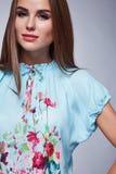 Η προκλητική γυναίκα ομορφιάς ντύνει makeup το ύφος μόδας Στοκ Φωτογραφίες