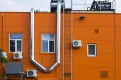 Η πρόσοψη ενός βιομηχανικού κτηρίου Στοκ Φωτογραφίες