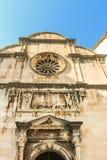 Η πρόσοψη της εκκλησίας λυτρωτών του ST στην παλαιά πόλη Dubrovnik Σχεδιασμένος από τον αρχιτέκτονα Petar Andrijic στοκ φωτογραφία με δικαίωμα ελεύθερης χρήσης