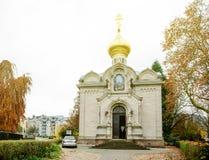Η πρόσοψη της ρωσικής Ορθόδοξης Εκκλησίας στην πόλη baden-πρόσφερε Στοκ φωτογραφία με δικαίωμα ελεύθερης χρήσης