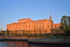 Η πρόσοψη του κάστρου Mikhailovsky (μηχανικών) και του ποταμού Στοκ Εικόνες