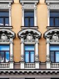 Η πρόσοψη του κτηρίου με τις λεπτομέρειες στόκων στην πόλη του ST Στοκ Εικόνες