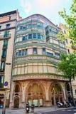 Η πρόσοψη του νεωτεριστικού σπιτιού κάλεσε Casa Comalat από τον ισπανικό αρχιτέκτονα Valeri ι Pupurull με το ύφος του αρχιτέκτονα Στοκ Φωτογραφία