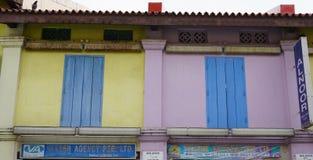 Η πρόσοψη των παλαιών σπιτιών σε Chinatown, Σιγκαπούρη Στοκ Εικόνα
