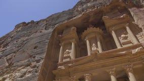 Η πρόσοψη Υπουργείου Οικονομικών στη Petra φιλμ μικρού μήκους