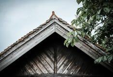 Η πρόσφατα αποκατεστημένη ξυλεία έχτισε τη σιταποθήκη, που χρησιμοποιήθηκε τώρα ως μετατροπή εγχώριων σιταποθηκών Στοκ Φωτογραφία