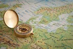 Η πυξίδα στο χάρτη Στοκ Φωτογραφίες