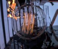 Η πυρακτωμένη ένωση λαμπών φωτός διακόσμησε το εσωτερικό δωμάτιο Στοκ Εικόνες