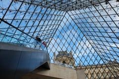 Η πυραμίδα γυαλιού στο Λούβρο Παρίσι, Γαλλία Χρησιμεύει ως η κυρία είσοδος στο μουσείο του Λούβρου Ολοκληρωμένο το 1989 έχει γίνε Στοκ Φωτογραφία