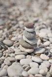 Η πυραμίδα των χαλικιών στην παραλία 8644 Στοκ φωτογραφία με δικαίωμα ελεύθερης χρήσης