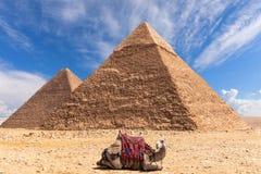 Η πυραμίδα Khafre και η πυραμίδα Khufu σε Giza, Αίγυπτος στοκ εικόνες με δικαίωμα ελεύθερης χρήσης