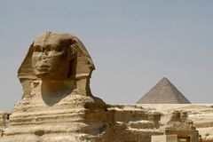 η πυραμίδα sphynx στοκ φωτογραφία με δικαίωμα ελεύθερης χρήσης