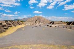 Η πυραμίδα του φεγγαριού και το Plaza του φεγγαριού σε Teotihuacan Στοκ Φωτογραφίες