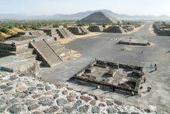 Η πυραμίδα φεγγαριών σε Teotihuacan EN Μεξικό Στοκ Φωτογραφία