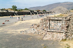 Η πυραμίδα φεγγαριών σε Teotihuacan EN Μεξικό Στοκ Εικόνες