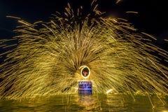Η πυρκαγιά παρουσιάζει στην παραλία Chaweng, Ko Samui στοκ εικόνες με δικαίωμα ελεύθερης χρήσης