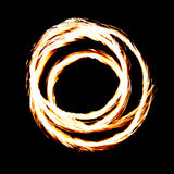 Η πυρκαγιά παρουσιάζει φλεμένος ίχνη, blak υπόβαθρο Στοκ εικόνες με δικαίωμα ελεύθερης χρήσης