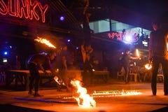 Η πυρκαγιά παρουσιάζει Phi Phi στο νησί στην Ταϊλάνδη στο φραγμό Sunky στοκ φωτογραφία με δικαίωμα ελεύθερης χρήσης