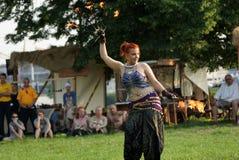 Η πυρκαγιά του δίκαιου φεστιβάλ του ST John παρουσιάζει τον Ιούνιο του 2013 στην Κρακοβία, Πολωνία. Σε αυτήν την απόδοση οι δράστε Στοκ εικόνα με δικαίωμα ελεύθερης χρήσης