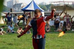 Η πυρκαγιά του δίκαιου φεστιβάλ του ST John παρουσιάζει τον Ιούνιο του 2013 στην Κρακοβία, Πολωνία. Σε αυτήν την απόδοση οι δράστε Στοκ φωτογραφία με δικαίωμα ελεύθερης χρήσης