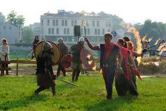 Η πυρκαγιά του δίκαιου φεστιβάλ του ST John παρουσιάζει τον Ιούνιο του 2013 στην Κρακοβία, Πολωνία. Σε αυτήν την απόδοση οι δράστε Στοκ Φωτογραφίες