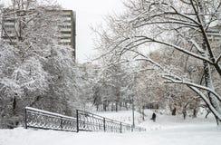 Η πόλη καλύπτεται στο χιόνι στοκ φωτογραφίες