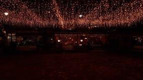 Η πόλη νύχτας Χριστουγέννων ανάβει το δέντρο, οδός, χρώματα, πόλη Ελλάδα των Ιωαννίνων Στοκ εικόνα με δικαίωμα ελεύθερης χρήσης
