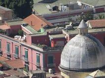 Η πόλη της Νάπολης άνωθεν Napoli Ιταλία στοκ εικόνες με δικαίωμα ελεύθερης χρήσης
