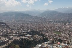 Η πόλη του Λα Παζ υψηλή στα βουνά των Άνδεων στη Βολιβία Στοκ εικόνα με δικαίωμα ελεύθερης χρήσης