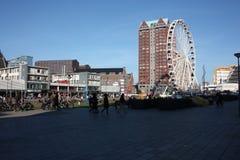 Η πόλη του Ρότερνταμ, τα σύγχρονα κτήριά της, η μητρόπολη και τα μεγάλα ferris κυλούν στοκ εικόνες