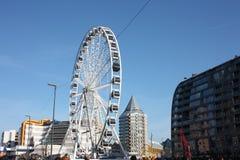 Η πόλη του Ρότερνταμ, τα σύγχρονα κτήριά της, η μητρόπολη και τα μεγάλα ferris κυλούν στοκ φωτογραφίες με δικαίωμα ελεύθερης χρήσης