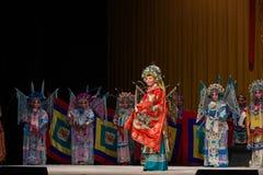 """η πόρπη στο τεθωρακισμένο κάποιου και πηγαίνει στους στρατηγούς γυναικών του Πεκίνου Opera"""" μάχης Yang Family† Στοκ Φωτογραφία"""