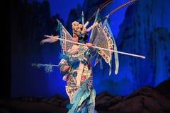 """η πόρπη στο τεθωρακισμένο κάποιου και πηγαίνει στους στρατηγούς γυναικών του Πεκίνου Opera"""" μάχης Yang Family† Στοκ Εικόνα"""