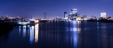 Η πόλη ανάβει τον ορίζοντα Στοκ Εικόνα