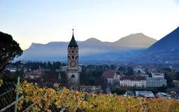 Η πόλη Merano Ιταλία με τους αμπελώνες Στοκ φωτογραφία με δικαίωμα ελεύθερης χρήσης