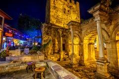 Η πύλη του Αδριανού ` s τη νύχτα, Antalya, Τουρκία Στοκ φωτογραφία με δικαίωμα ελεύθερης χρήσης