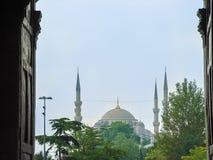 Η πύλη για να φθάσει στο μπλε μουσουλμανικό τέμενος Στοκ εικόνες με δικαίωμα ελεύθερης χρήσης