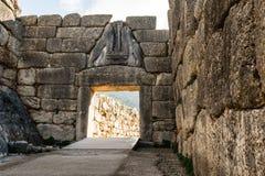 Η πύλη λιονταριών σε Mykines, Ελλάδα στοκ φωτογραφία με δικαίωμα ελεύθερης χρήσης