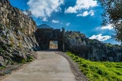Η πύλη λιονταριών σε Mykines, Ελλάδα στοκ εικόνες με δικαίωμα ελεύθερης χρήσης